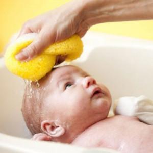 mom washing newborns hair